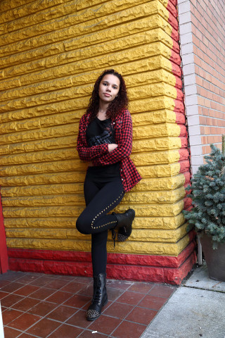 Senior photo on yellow brick wall in Everett WA