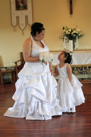 Bride and her daughter in Lake Stevens, WA